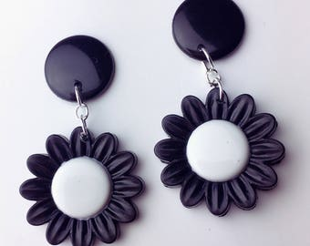 Black Daisy Dangle Earrings