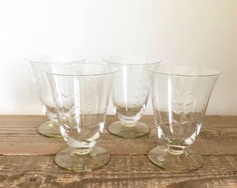 Set of 4 Vintage Etched Water Iced Tea Wine Cocktail Glasses with Colored Base