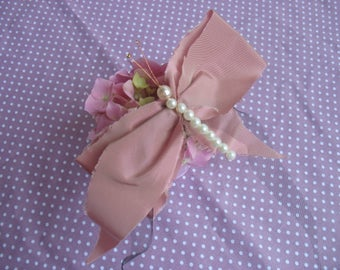 Butterfly brooch in pink taffeta and beads