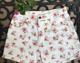 White floral shorts high waisted short shorts size 9 90's shorts high waisted