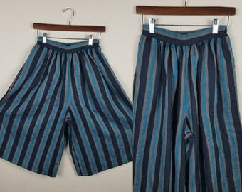 Culottes Wide leg shorts 1970s 1980s Black and teal stripes Medium Vintage culotte