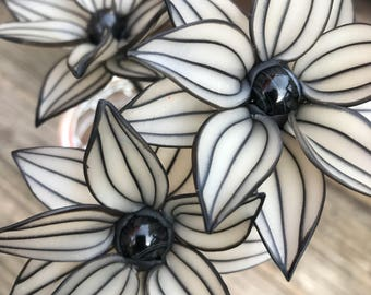 Black and translucent daisy with snowflake obsidian center