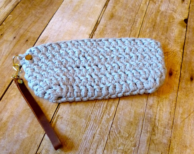 The Perfect Clutch (Light Blue)