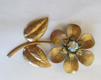Gold - Flower - Pin  - Broach - with Clear Jewel - Vintage Jewelry - Estate Jewelry - Classic