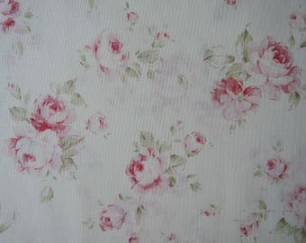 """Half Yard of Lecien Durham Quilt Collection Raspberry Roses on Off White Linen Background. Approx. 18"""" x 44"""" Made in Japan"""