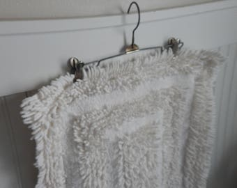 Vintage Bath Mats Rugs Etsy - Black and white tribal bath mat for bathroom decorating ideas