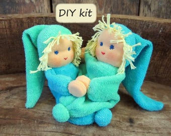 Do it yourself kit '2 Noesjes', for making 2 dolls with magnetic hands. Color: turquoise - mint green. Waldorf inspired.