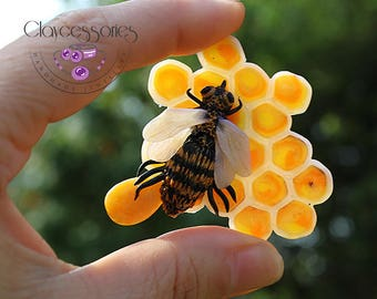 Bee brooch / Insect brooch / Bee pin  / Bee jewellery  /Statement brooch  / Bumble bee brooch /honey bee brooch / Polymer clay jewellery