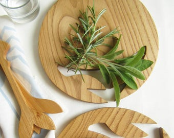 Cutlery in chesnut wood, Salad spoons, decoration fish natural adapted to food contact