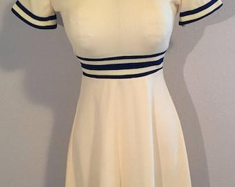 Vintage 1970s Polyester Knit Dress Short Sleeve with Belt (Modern Size 6-8) Navy Blue & White