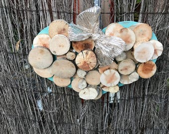 Shabby chic heart shaped wallhanging made from Reclaimed Wood -Perfect Valentine Gift