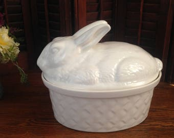 Rabbit covered ceramic casserole by Calif, USA.  This is a large 1980's vintage ovenware piece for your country kitchen