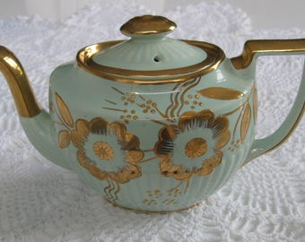 1920's ARTHUR WOOD TEAPOT green with gold trim. Absolutely no wear.