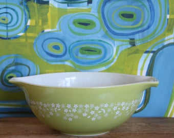 Vintage PYREX Nesting Bowls,Light Green Daisy PYREX large Mixing Bowl