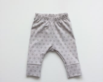 Organic baby leggings. Comfy toddler pants. Gray organic knit fabric with geometric pattern. Infant cuff leggings. Stars.