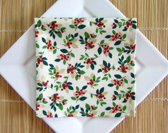 Cotton Napkins, Christmas, Cloth Dinner Napkins, Set of 4, Berry Print, Hostess Gift,  Eco-Friendly, Reusable