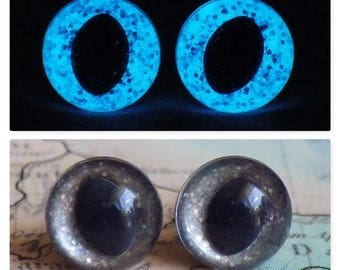 7.5mm Glow In The Dark Cat Eyes, Smoky Silver Glitter Safety Eyes With Blue Glow, 1 Pair Of Glow In The Dark Safety Eyes