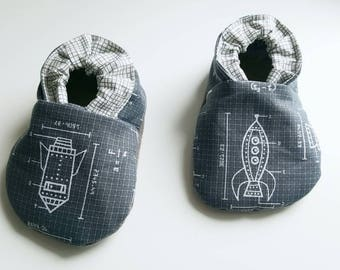 Rocketships baby shoes,rocket booties,soft soles shoes,vegan baby shoes,gray baby shoes,spaceships baby shoes,rocket toddler shoes