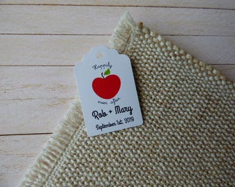 Red Apple Tags, Personalized Wedding Tag, Fairy Tale, Wedding Favor Tag, Favor Tag, Set of 25 to 300 pieces, Custom Language available.