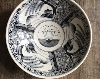 Vintage Noodle Bowl, Japanese Soup Bowl Chinese Bowl, black Chinoiserie serving bowl, decorative bowl, junk boat, oriental bowl, footed bowl