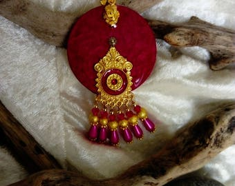 handmade pendant in fuchsia oriental and gold, metal and resin wood baroque spirit