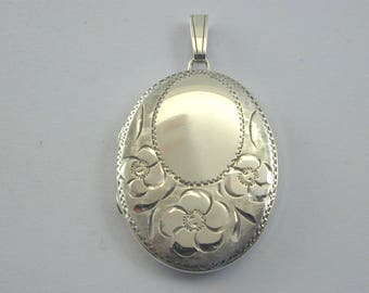 Locket 1979 Vintage sterling silver locket 5.8g 32.5mm by 23.15mm