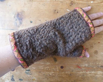 Pair of mittens guarded faux fur