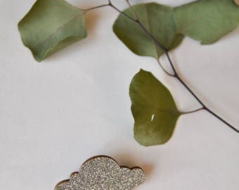 This brooch glittery gold