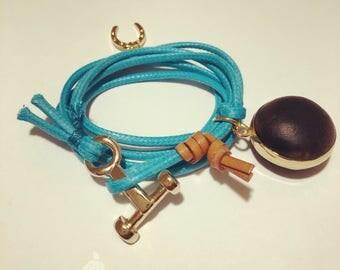 Handmade Bracelet. Blue Bracelet. Gold-engrained seed bracelet. Ojo de Buhei or Pepa de vulture.