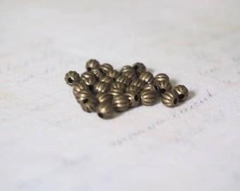 25 striation bronze 4mm round beads
