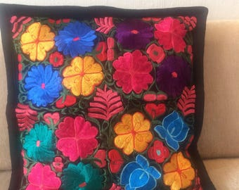 Cushion cover embroidered in old treadle machine.