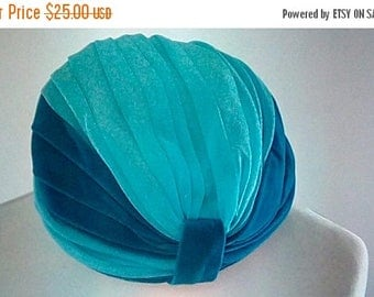 summer sale Vintage turban hat 60s 70s by Jenny Hat in turquoise blue with velvet trim turban hat