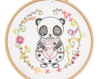 Kit to embroider the panda Sacha
