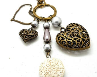 A scent! bronze bag charm, hearts, Pearl gray