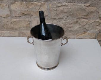 Elegant French vintage Champagne bucket / cooler / ice bucket in silver plate with two handles.