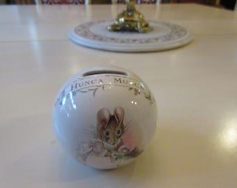 ENGLAND ROYAL ALBERT Beatrix Pottery Hunca Munca Piggy Bank 1986