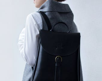 Black backpack / leather rucksack