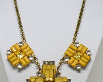 Stunning gold tone necklace