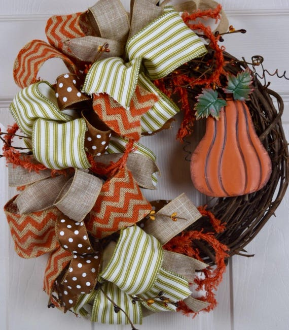 Small Grapevine Wreath with Tin Pumpkin, Bows and Pip Berries ; Autumn Wreath Door Decor; Fall Door Decor Wreath with Pumpkin Autumnal Decor