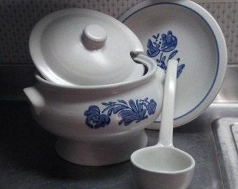 PFALTZGRAFF SOUP TUREEN with Platter, Yorktowne design