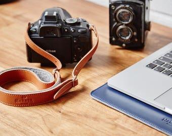 Adjustable Camera DSLR Leather Strap with Felt lining.
