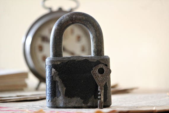 Old padlock vintage lock and key vintage padlock for Lock and key decor