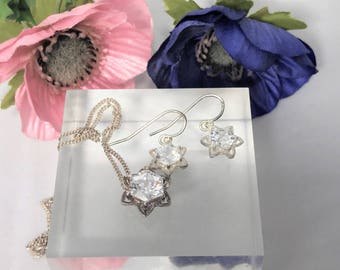Beautiful Sterling Silver & Cubic Zirconia Star Shape Jewellery Set, Suite.  Star Pendant, Necklace and Star Earrings (Pierced)