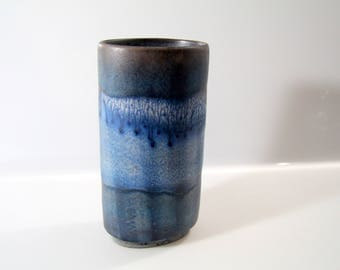 Stunning vase by Karlsruhe Majolika Keramik - 6921 Fridegart Glatzle, WGP, West German Pottery