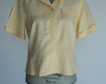 Vintage 80s Ladies' Pale Yellow Summer Blouse | Short sleeves Button-Up Collared 1980s Women's Shirt | Size Medium M