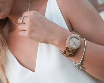 Womens Wood Watch, personalized watch, womens watch, gift for women, valentines day gift, mothers day gift, gift for her, montre bois. RN20
