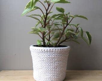 Medium white planter, knitted planter, knitted plant pot cover, plant basket, macrame planter, knitted plant holder, knit plant pot, decor