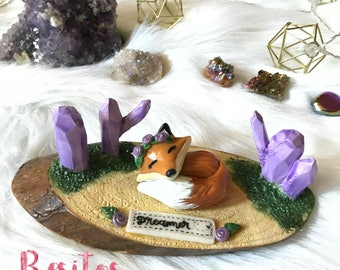 RING HOLDER Dreamer Fox with lilac crystals/ wooden ring holder