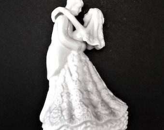 Vintage Bride and Groom Figurine, Wedding Cake Topper, Wedding Figurine, Dancing Bride, Wedding Table Decor, Husband and Wife, White Wedding