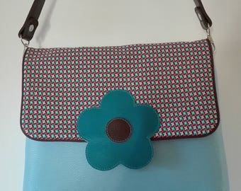 bag trapezoid blue sky and flower